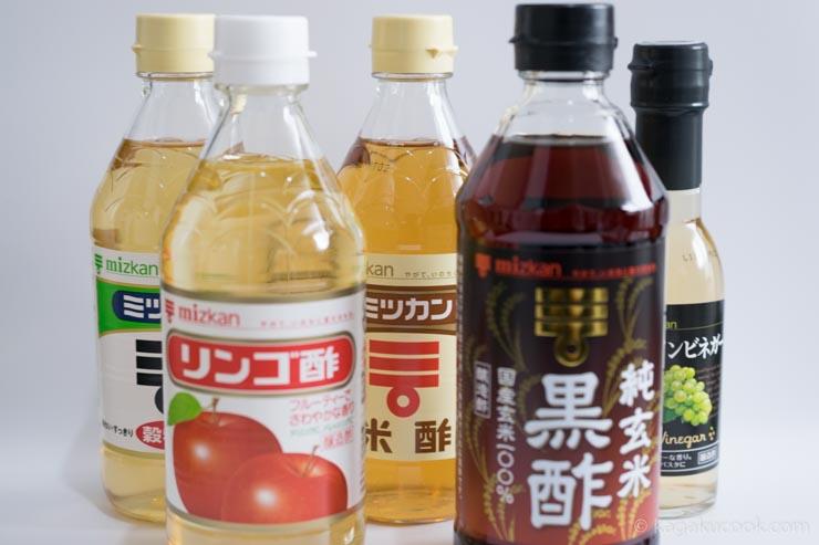 pHを測定したのは、穀物酢、米酢、純玄米黒酢、りんご酢、白ワインビネガーの5種類の食酢。