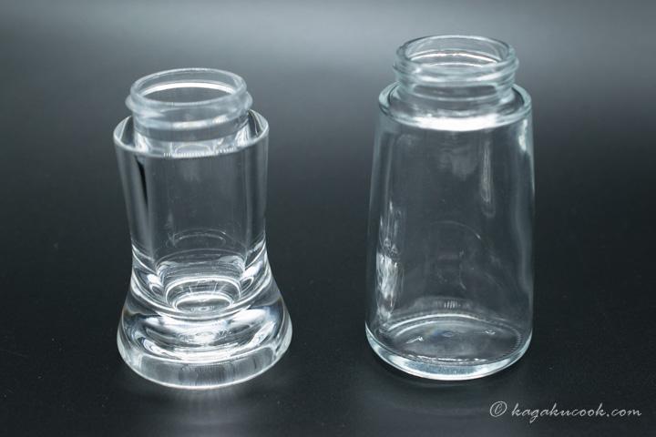 2サイズのミルの透明なボトル部分を並べて比較