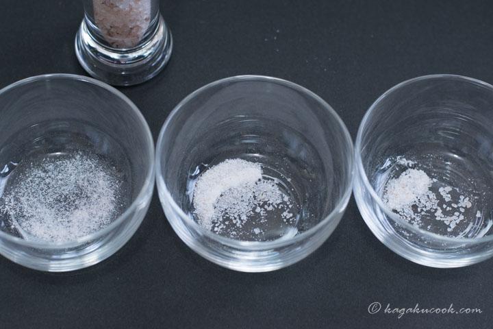 ミルで3通りの粗さに削った岩塩